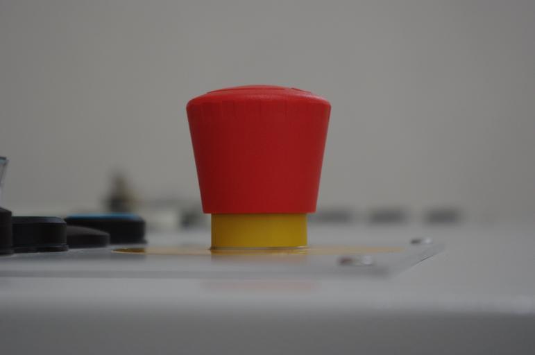 červený vypínač