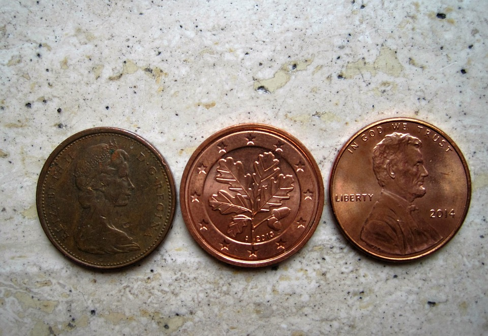 tři mince